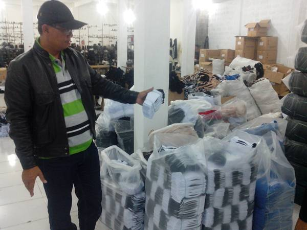 Pabrik Kaos Kaki Hitam Putih di Bekasi